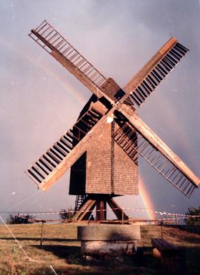 Jeetzer-Bockwindmuehle-Regenbogen